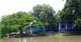 নদী ভাঙ্গনের কবলে আত্রাইয়ের আটগ্রাম সরকারী প্রাথমিক বিদ্যালয়