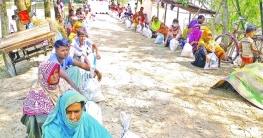 মছিবত হামাগের পিছন ছাড়িচ্ছে না : মান্দায় বানভাসিরা