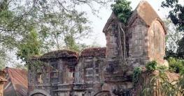 নিয়ামতপুরে ধ্বংসের দিকে প্রাচীণ 'ভাঙা মসজিদ'