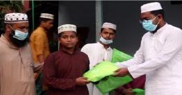 নওগাঁয় এতিমখানার ছাত্রদের মাঝে ইফতার ও পাঞ্জাবী বিতরণ