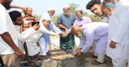 জামে মসজিদের ছাদ ঢালাইয়ের উদ্বোধন করলেন এমপি শহীদুজ্জামান সরকার