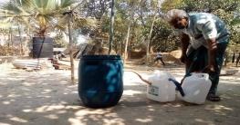 নওগাঁয় পলিথিন পুড়িয়ে জ্বালানি তেল তৈরি করেছেন ইদ্রিস আলী