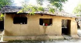 আত্রাইয়ে হারিয়ে যাচ্ছে ঐতিহ্যবাহী মাটির বাড়ি ঘর