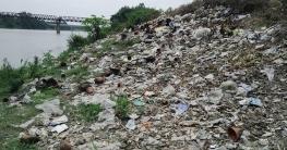 মহাদেবপুরে আত্রাই নদীতে অবাধে ফেলা হচ্ছে ময়লা-আবর্জনা