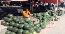 মহাদেবপুরে তরমুজের ব্যাপক আমদানি: হতাশায় ব্যবসায়ীরা