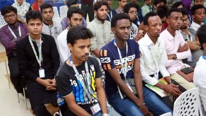 বাংলাদেশে পড়তে আগ্রহ বাড়ছে বিদেশি শিক্ষার্থীদের