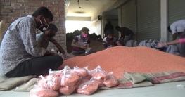 নওগাঁয় করোনা মোকাবেলায় ৩০ হাজার পরিবারকে খাদ্য সামগ্রী বিতরণ