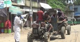 বদলগাছিতে সেচ্ছায় গ্রামে করোনা সচেতনতা করছেন বীরু কবিরাজ