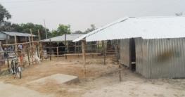 সাপাহারে সরকারী রাস্তার জায়গা দখল করে ঘর নির্মান
